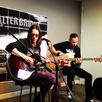 Myles & Mark perform for Noisecreep!