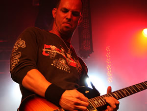 Mark Tremonti: Guitar Guitar Signings!