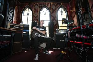 Guitar World Visits Mark Tremonti!